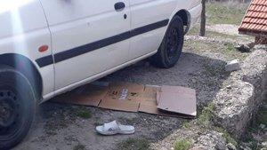 Kendi otomobilinin altında kalarak yaşamını yitirdi