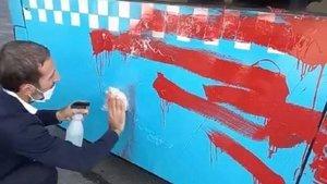 Otobüse binemeyen kadın kırmızıya boyadı!