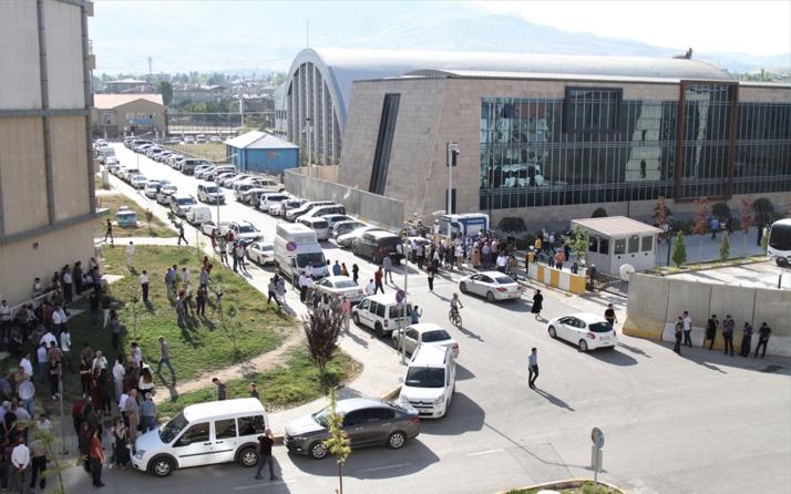 Van Büyükşehir Belediyesi'nde kayyumdan sonra 8 HDP'li meclis üyesi görevden alındı
