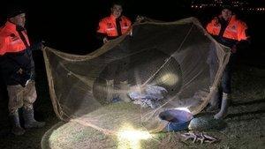Van'da, 2 buçuk ton kaçak inci kefali avlayan 8 kişiye ceza