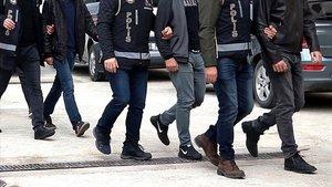 Yurt dışına kaçma hazırlığında yakalanan FETÖ zanlıları tutuklandı