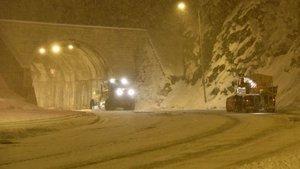 Zigana Geçidi'nde yoğun kar: Araç geçişlerinde kısıtlama